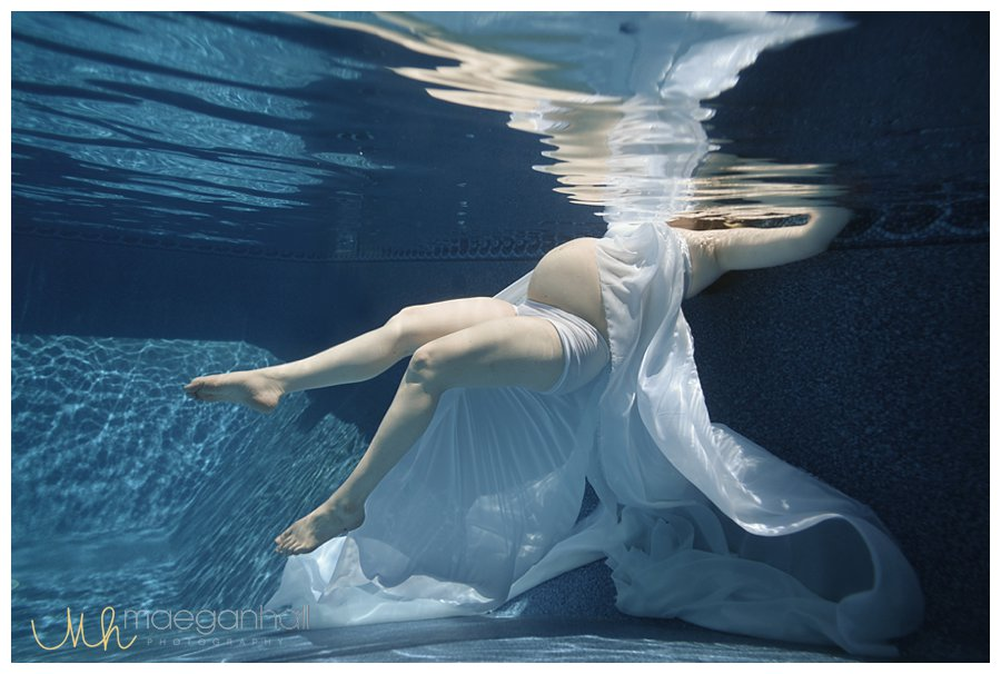 underwater-maternity-under-water-pregnant-roswell-birth-photographer-doula-hospital-infant-pictures-_0018